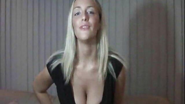 彼女は興味を持って彼女の夫を見ました セックス 無料 動画 女性 向け