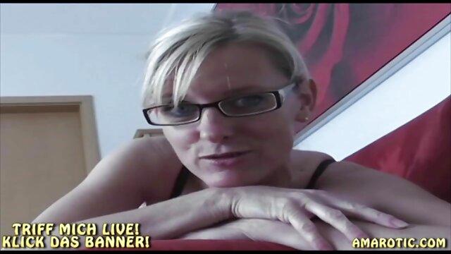 赤いトレーナーの塊とポルノのヨガ 女性 向け 無料 セックス 動画