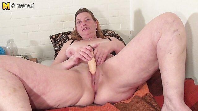 美しい形、小さなおっぱいとピンクの残酷なオナニーを見るLovestar 女性 向け スロー セックス 動画